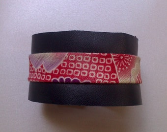 Bracelet typifies cuff in soft leather navy blue and Japanese fabrics(tissues)