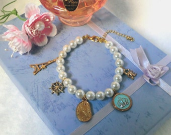 Shell pearl bracelet with gold charms