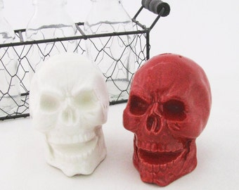 Ceramic Skull Salt and Pepper Shakers in Bright Red and White, Skull Table Salt and Pepper Shaker Set, Skull Kitchen Ware, Skull Shaker Set