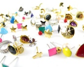 Vintage Random Mix of Stud Earrings - approximately 100x (J497)