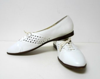 CONNIE . white leather woven shoes . size 10AA