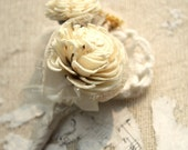Sola flower boutonniere, grooms boutonniere, sola wood flower bout, grooms flower, boutineer, natural wedding flowers