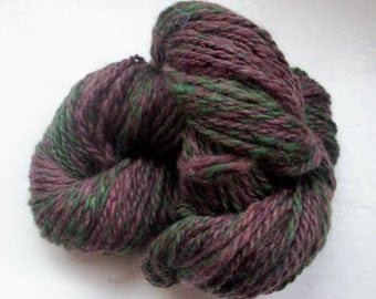 Handspun merino yarn plum purple dark green by SpinningStreak