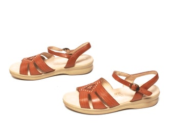 size 8 HUARACHE tan leather 70s 80s STRAPPY woven buckle sandals