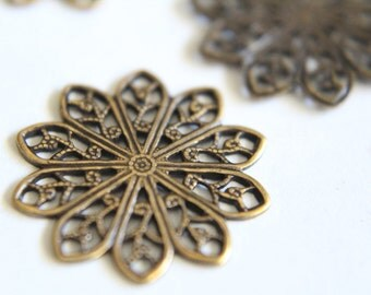 Vintage style brass filigree stampings connectors . 20mm (3)