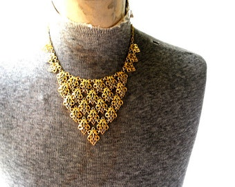 Boho vintage 70s gold tone metal triangle mesh bib necklace with a butterfly links.