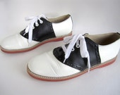 vintage TWO tone black white leather SADDLE shoes spectator oxford flats red sole TWIN peaks womens 10 school girl preppy audrey horne