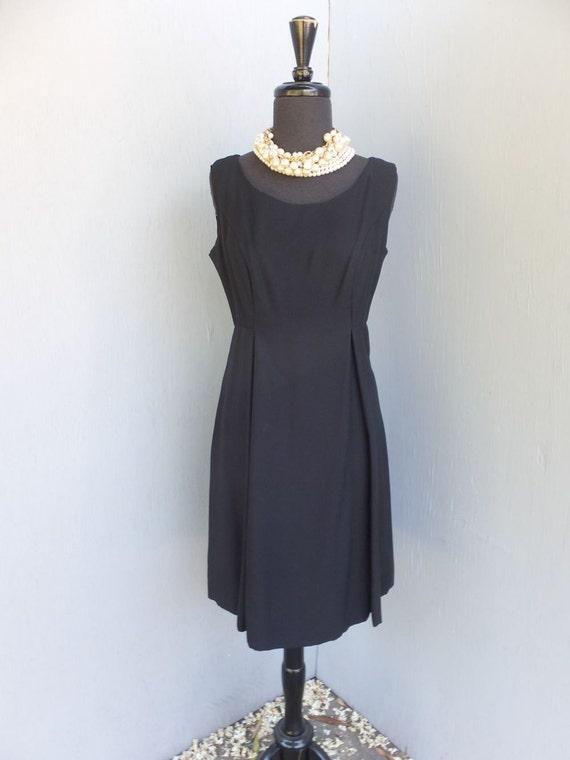 SOPHISTICATED 1950s/60s Little Black Dress / Black Crepe Dress  Size 10