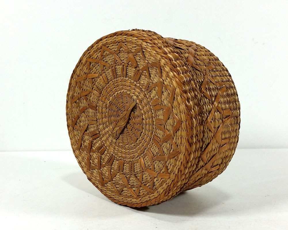 small vintage woven grass basket with lid natural materials. Black Bedroom Furniture Sets. Home Design Ideas