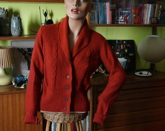 vintage rust cable knit cardigan shawl collar 1970 70s does 1950 50s 1940 40s vlv pin up WWII rockabilly