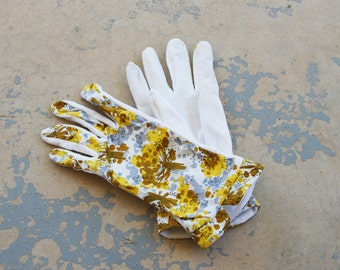 Clearance SALE vintage 50s Gloves - 1950s Beige and Brown Floral Print Cotton Gloves