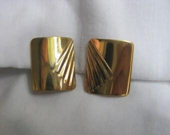 Napier vintage mod gold tone screw clip on earrings