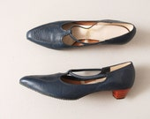 1960s Navy T Strap Heels with Pointed Toe - Size 9.5