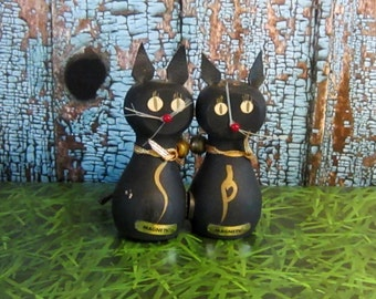 Wooden cat salt and pepper shakers - magnetic