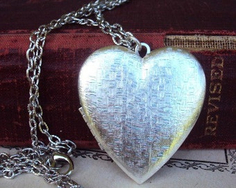Vintage Large Locket Necklace Silver Plate Long Chain Basket weave Heart Photo Locket