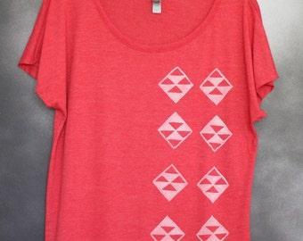 Women's Blouse, Red, with White Vertical Kaimana/Mauna (Diamond/Mountain) Pattern