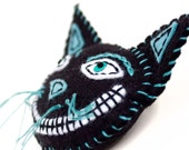 Black Cat pin brooch and ornament, embroidered felt cheshire cat, vintage look, Halloween decor