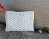 Cream crocheted pouch in cotton. Romantic and rustic case in white with zipper and striped lining. Retrò purse