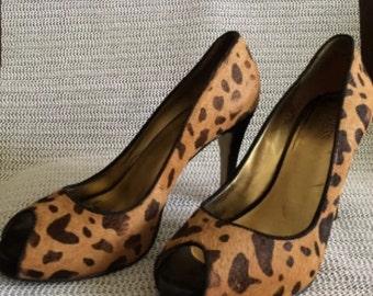 Guess Fabric Leopard Pump
