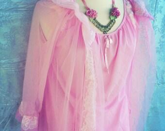 Bubble gum pink 60s peignoir set. Size small