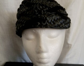 Vintage 1950s Chic Black Raffia Velvet and Crepe Hat