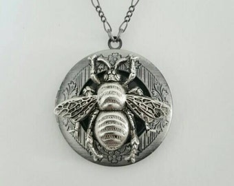 Antique silver Bee Locket Necklace-  Bride Bridesmaid gift Wedding Birthday Sister Mom Daughter Photo Picture, best of friends locket.