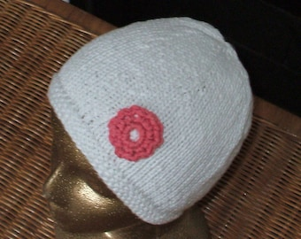Cool hat or cloche hand knit in white Cotton with a pink crochet flower
