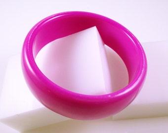 PINK LUCITE BRACELET - Vintage Bracelet - Lucite Bangle - Vintage Bangle - Shocking Pink Bracelet - Retro Bracelet - Plastic Bracelet