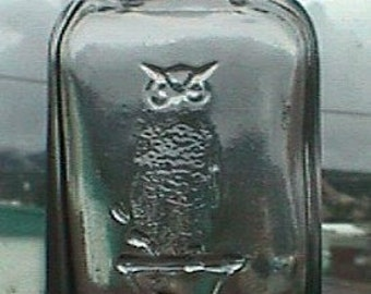 Pristine old OWL DRUG Co antique bottle w/ pic of owl on druggist's mortar