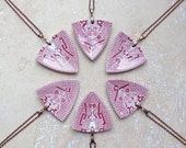 StayGoldMaryRose - Striking vintage rose willow china 'spear head pendant' necklace.