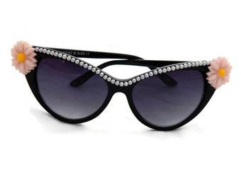 Retro Black Cat Eye Sunglasses with Daisies and Peachy Pink Pearls, Cute Sunglasses, 60s Sunglasses, Embellished Sunglasses, Womens Sunglass