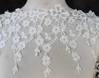 Very cute  ivory    color    venice  lace   1 yard listing