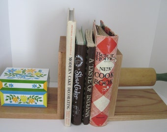 KITCHEN BOOKENDS - Upcycled Vintage ROLLING Pin and Recipe Box - Green Kitchen Decor, Gift Idea