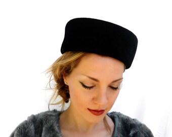 Vintage Ladies Hat, Black Velvet Evening Hat; Vintage Ladies Fashion