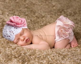 Baby Girl Hat, Newborn Baby Girl Hat, Baby Flapper Hat, White with Country Rose Pink Flower. Rose Pink Bloomers. Newborn Photo Prop