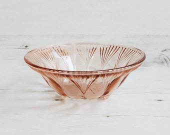 Vintage Pink Glass Fruit Bowl - Depression Glass Serving Dish Fruit Decor