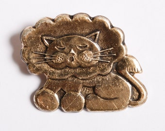 Vintage metal badge pin, Lion,  Badge from USSR.