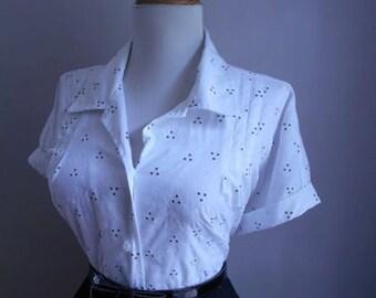 Vintage White Cotton 1950s 1960s Atomic Floral Print Button Down Short Sleeve Blouse
