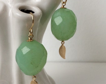 Sjans goldfill earrings with chalcedony and small leaf
