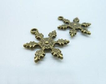 20pcs 23x18mm Antique Bronze Filigree Christmas Snow Charm Pendant c960