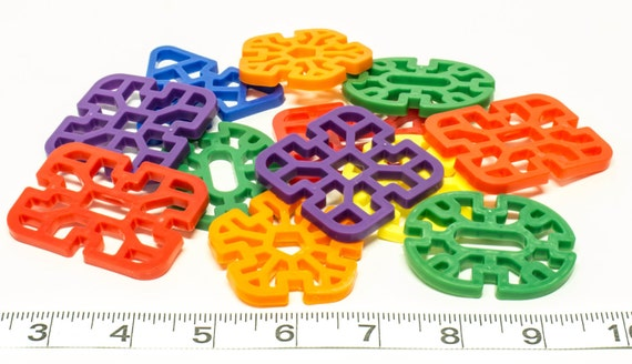 Wholesale Bird Toys : Plastic waffle shapes bulk pack parrot toys and