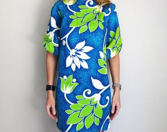 July SALE - 15% Off - Vintage 60s Hawaiian Above the Knee Blue White Green Floral Luau Shift Dress // womens medium