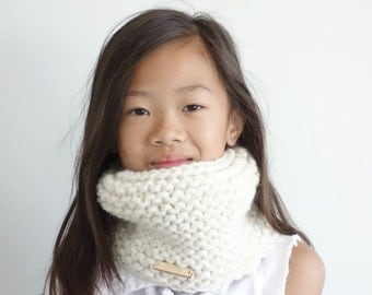 Knit Childrens Cowl, Neckwarmer // Fisherman // The Tiffany Cowl