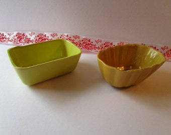Vintage set ot two Glossy Ceramic bowls.