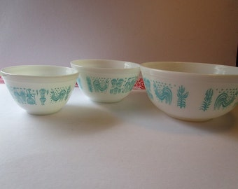 Vintage set of 3, 'Pyrex' stacking bowls with aqua, 'Butterprint' pattern!