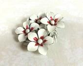 1960s White Daisy Wreath Enamel Pin Brooch