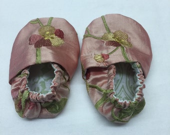 Silk Embroidered Baby Crib Shoes