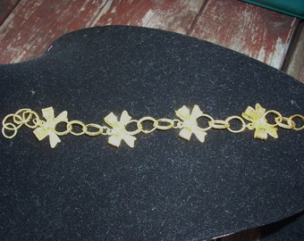Golden Bow Bracelet