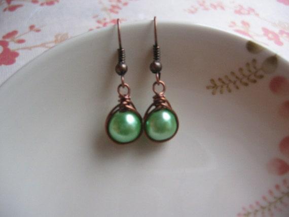 Green Pearl Earrings - Vintage Inspired Earrings - Herringbone Copper Earrings