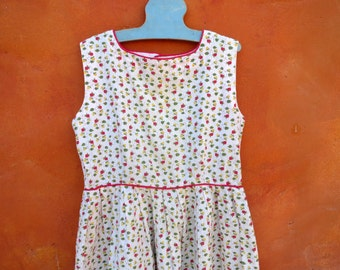 Vintage 1950s 1960s Girl's Strawberry Print Dress. white Red Green Yellow. Cotton Day Dress. Size 7 8 10